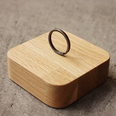 【生産終了】「BLOCK KeyCatcher」木製キーキャッチャー。失くしがちな鍵をマグネットで壁面に貼り付けて収納/Hacoaブランド