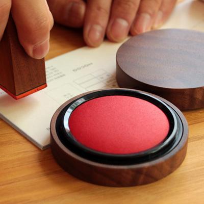 「Ink Pad 50」重要なビジネスシーンに、木地職人が仕上げた朱肉・印鑑。扱いやすい50号サイズ。