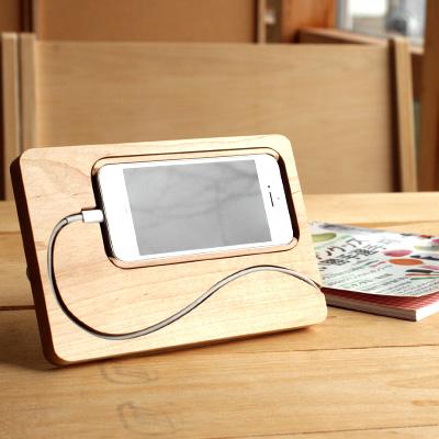 【iPhone5/5s対応】iPhoneの新しいライフスタイル、アイフォン用の新しいスタンド「BaseStation for iPhone5/5s」北欧風デザイン