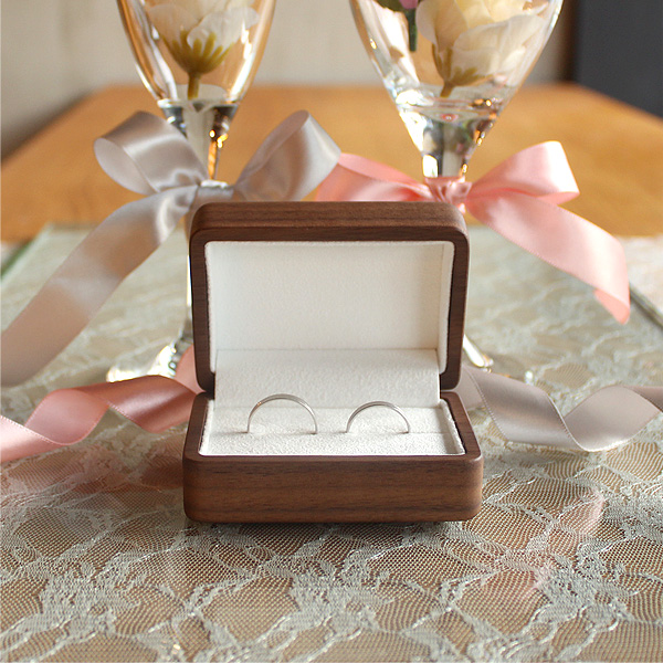 「Pair Ring Case」二人の指輪・プロポーズを引き立てる格調高い木製ペアリングケース。名入れ・メッセージも刻印可
