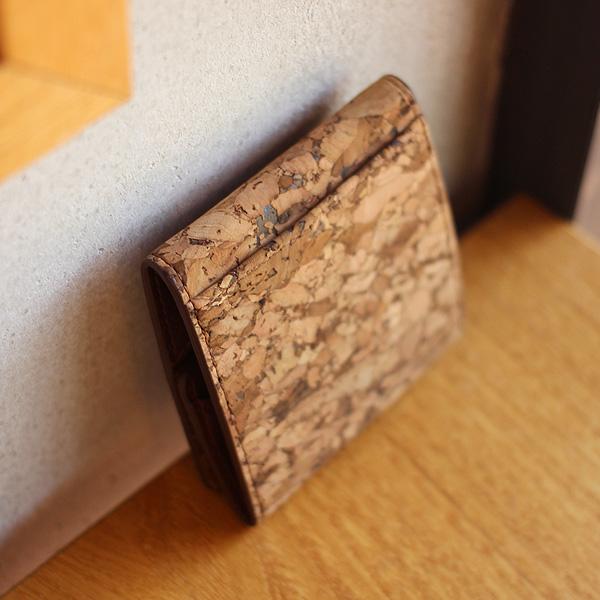「CONNIE Square Coin Purse」手のひらやポケットにも収まるコンパクトなコインケース
