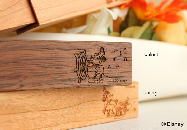 ディズニーキャラクターの木製印鑑ケース