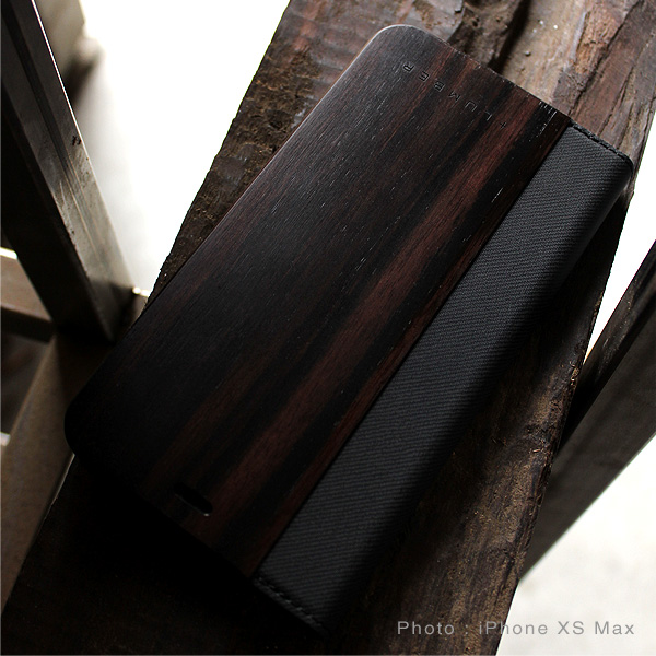 【SALE】【XR】【プレミアム】「iPhone XR FLIPCASE(黒檀)」木目の美しさをシンプルに表現した手帳型スマートフォンケース【Qi対応】