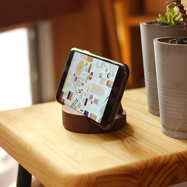 「Smartphone Stand」様々なスマホに対応。汎用性高い木製スマートフォンスタンド/Hacoaブランド