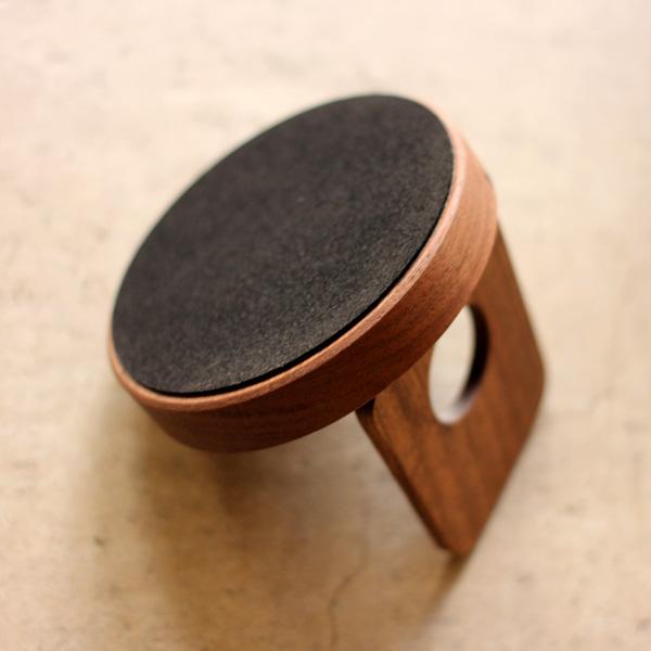 「Smartphone Stand」様々なスマホに対応。汎用性高いおしゃれな木製スマートフォンスタンド/Hacoaブランド