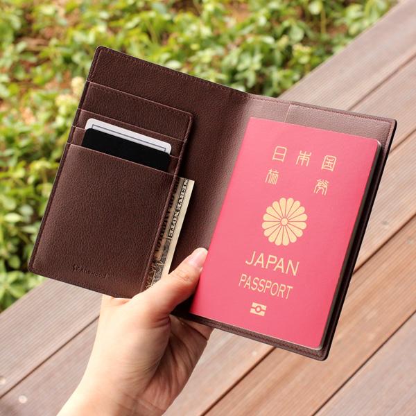 「CONNIE Plain Passport Holder」取り出しやすく、シンプルな使い心地のパスポートホルダー・ケース/名入れ可能