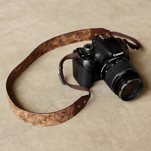 【SALE】「CONNIE Neck Camera Strap」軽くて柔らかなコルクレザーを活用、おしゃれなカメラストラップ/名入れ可能