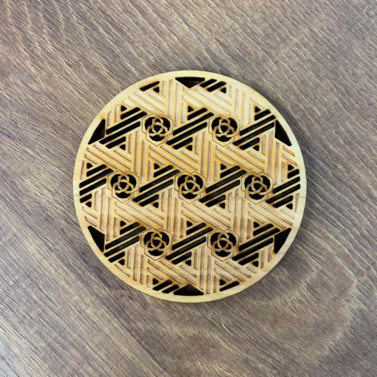 【伝統文様コースター】菜篭麻の葉三つ組亀甲