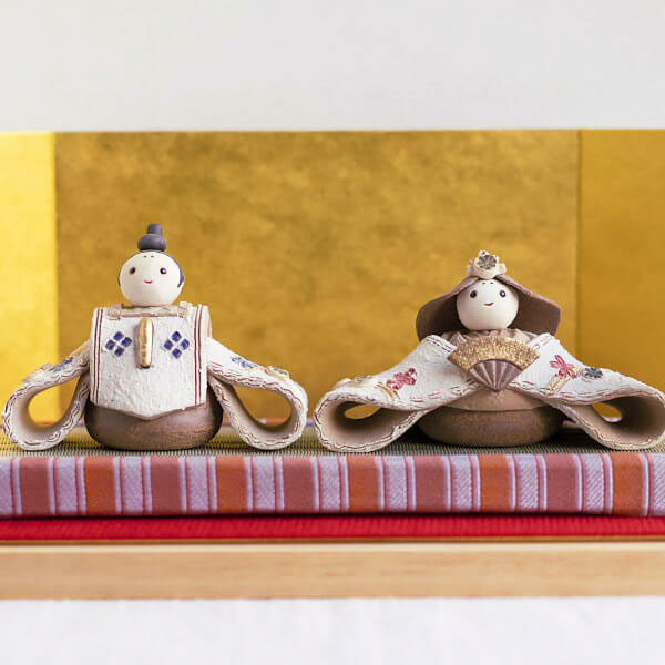 信楽焼・陶雛人形【かすみ-花個紋陶立札付親王飾りセット】