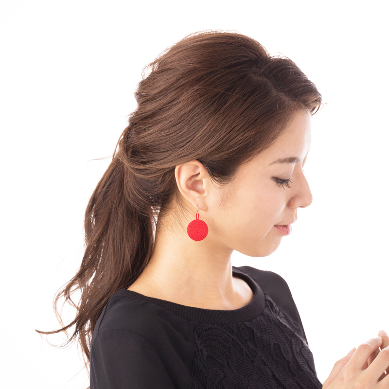 【ジュエリー ハナジュツ】 HANAJYUTSU 和風 純チタン 小顔 揺れるデザイン 円形赤