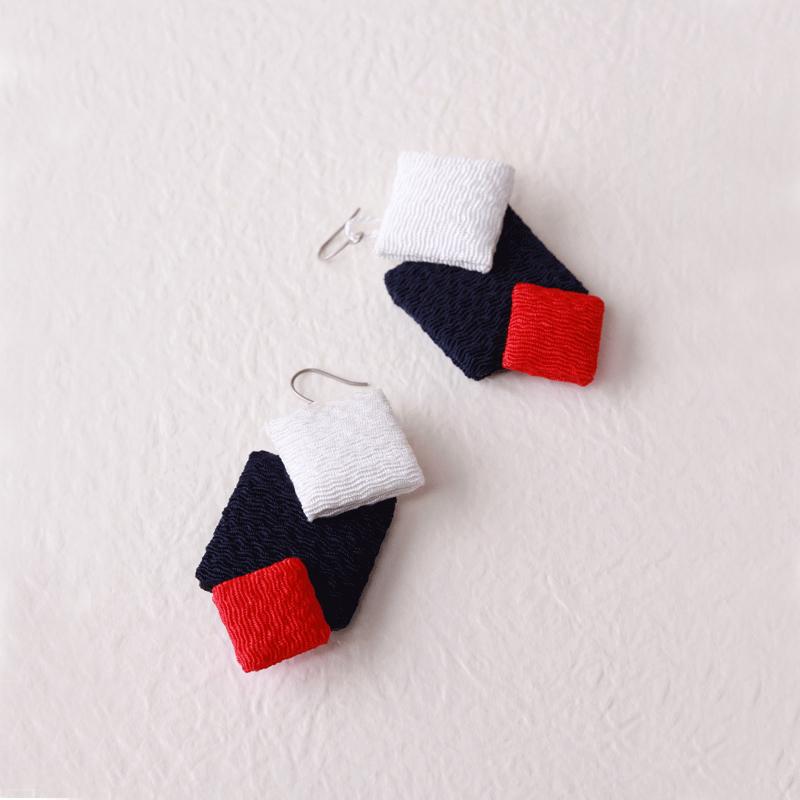 【ジュエリー ハナジュツ】 HANAJYUTSU 和風 純チタン 小顔 揺れるデザイン 紺赤白