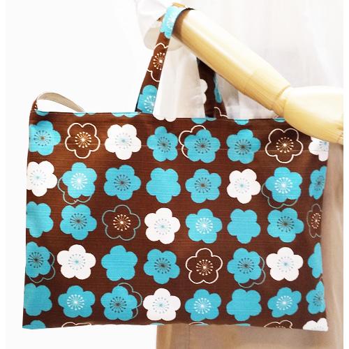 【送料無料】2way和柄トートバッグ/あずま袋風三角バッグ【水色と白の梅】 外国の方へプレゼントにも
