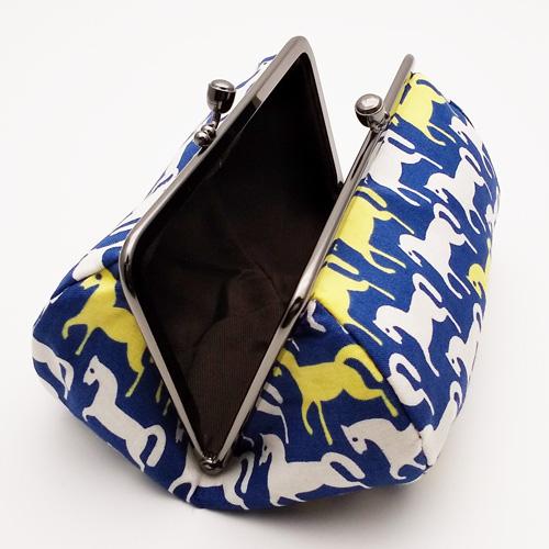 横長がま口ポーチ【紺地に白と黄色の馬柄】日本製/化粧ポーチ・小物入れ