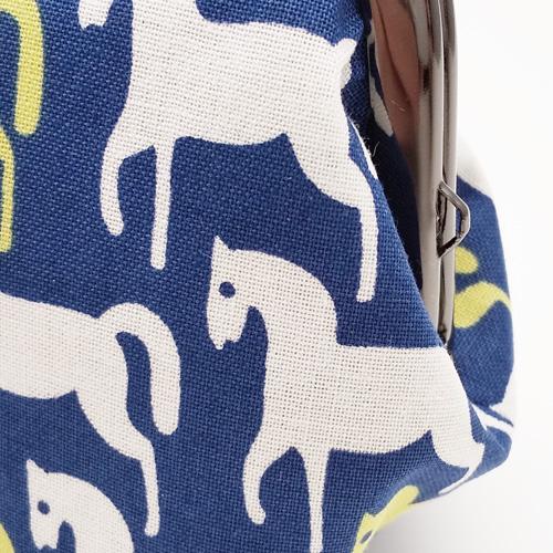 マチ広がま口財布/ポーチ【紺地に白と黄色の馬柄】日本製/小銭入れ・化粧ポーチ・小物入れ
