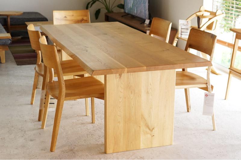 風のうた ダイニングテーブル  231,000円~275,000円(税込)
