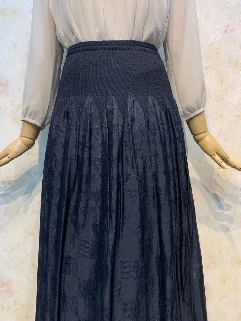 フラワージャガード&トライアングル柄スカシ リバーシブル パネルスカート