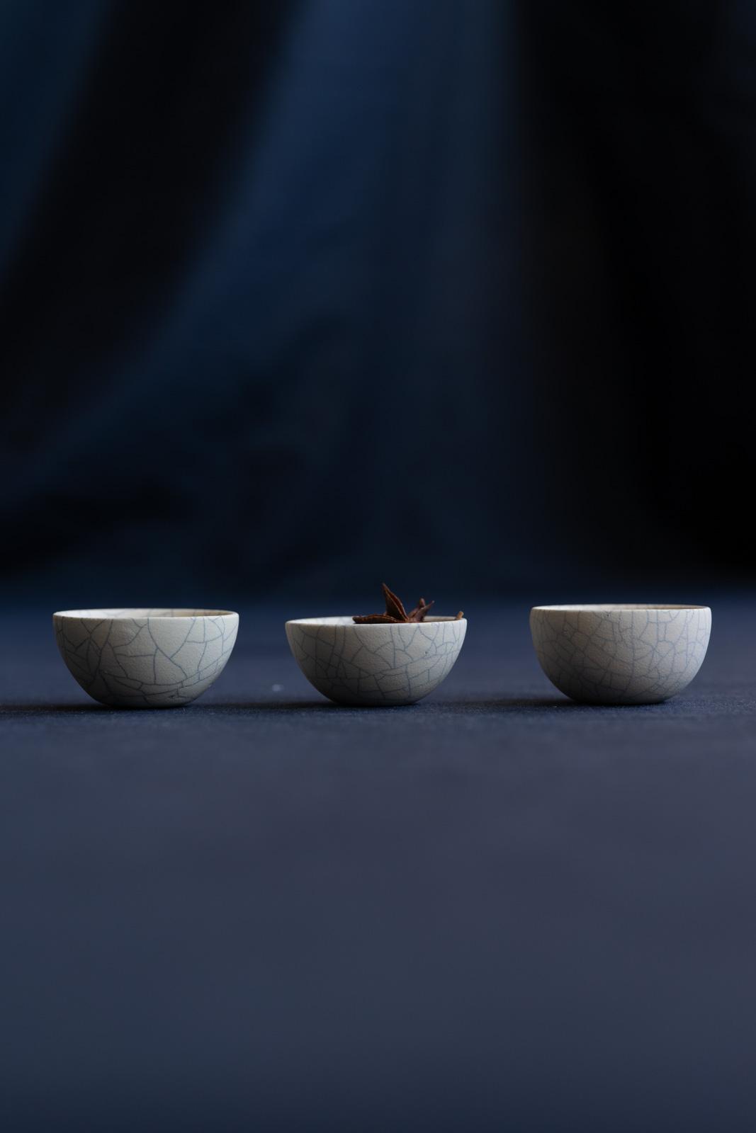 mushimeganebooks.小さな山椀(white*貫入り)