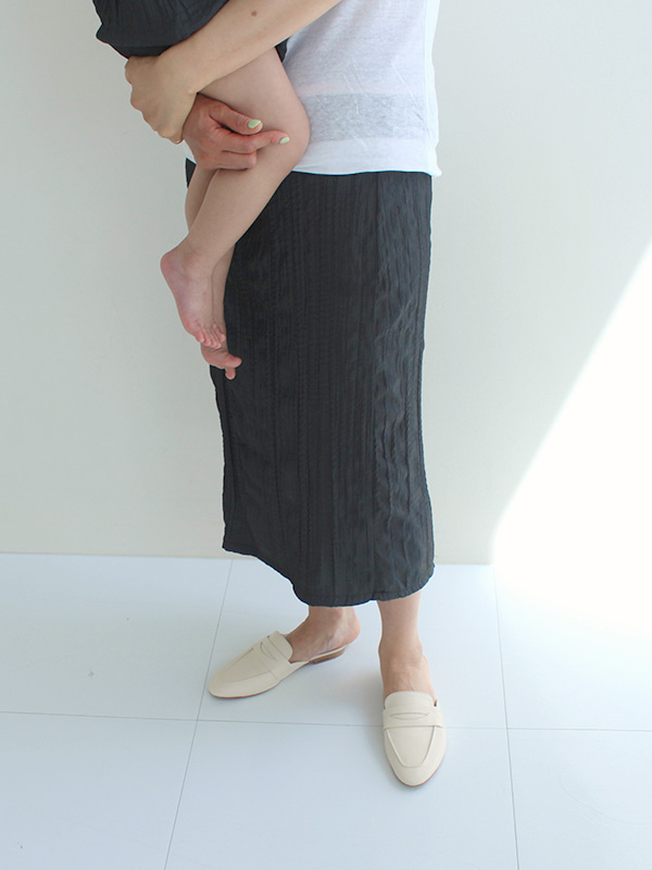 mom take a mont blanc skirt