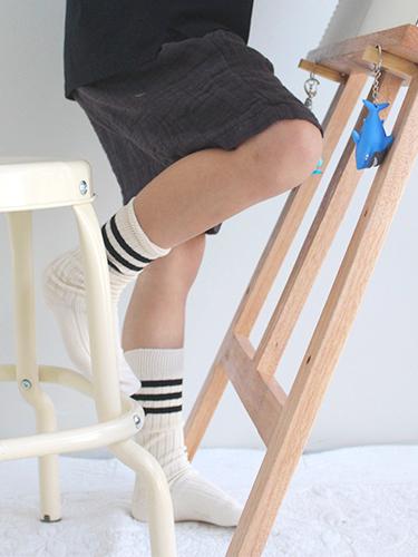 line knee-highs
