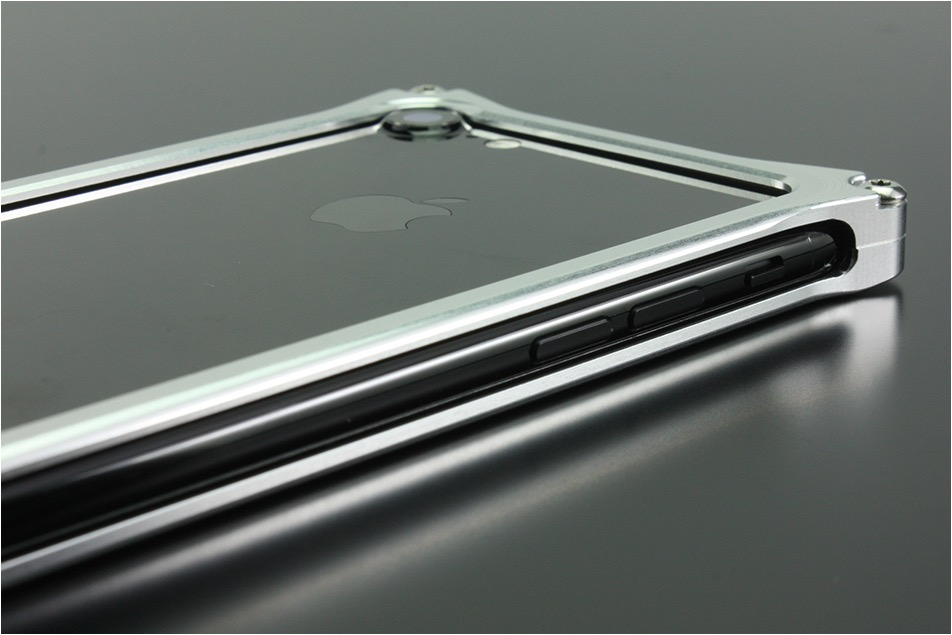 GILD design<BR>ソリッドバンパー<br>for iPhone8 / 7 / SE(第2世代)<BR>《シルバー》<BR>GI-402S<br>旧JAN【4522285419903】