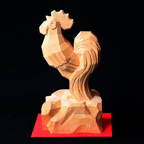 招福「鶏」 岩座 素材:楠