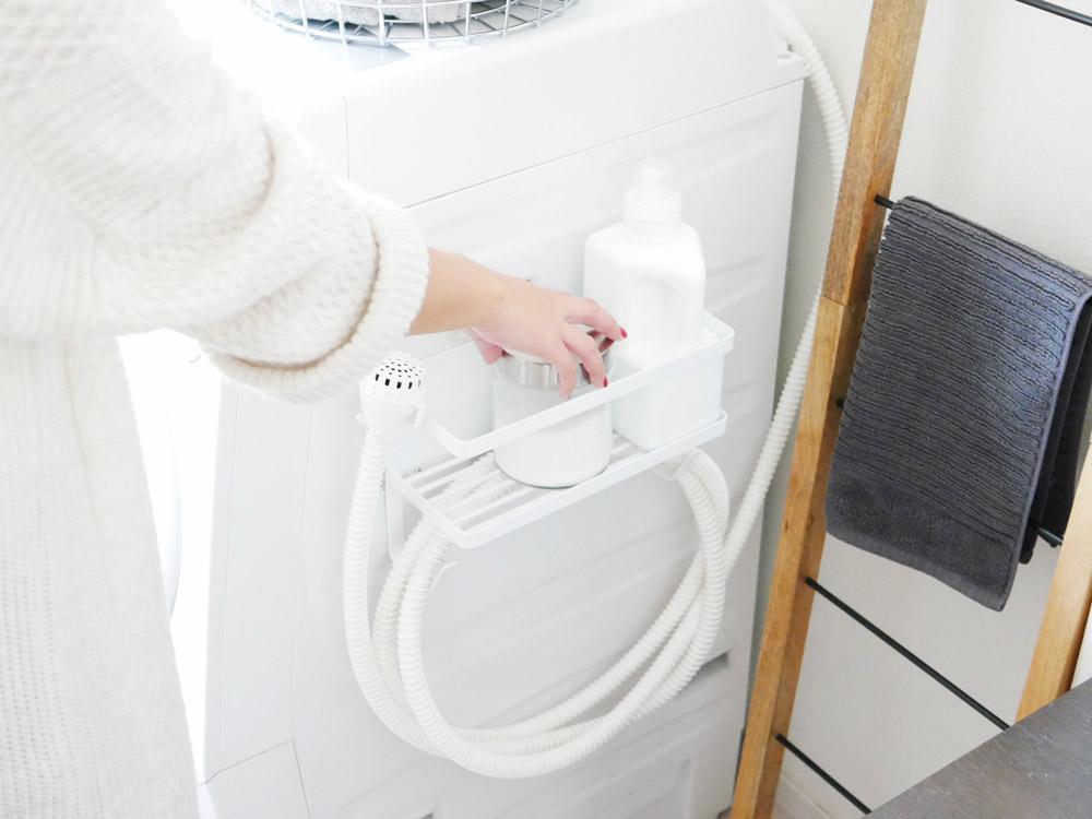 【tower】ホースホルダー付き洗濯機横マグネットラック ホワイト