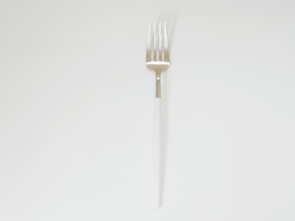 【予約販売2月中旬入荷予定】【Cutipol】GOA ホワイト ディナーフォーク