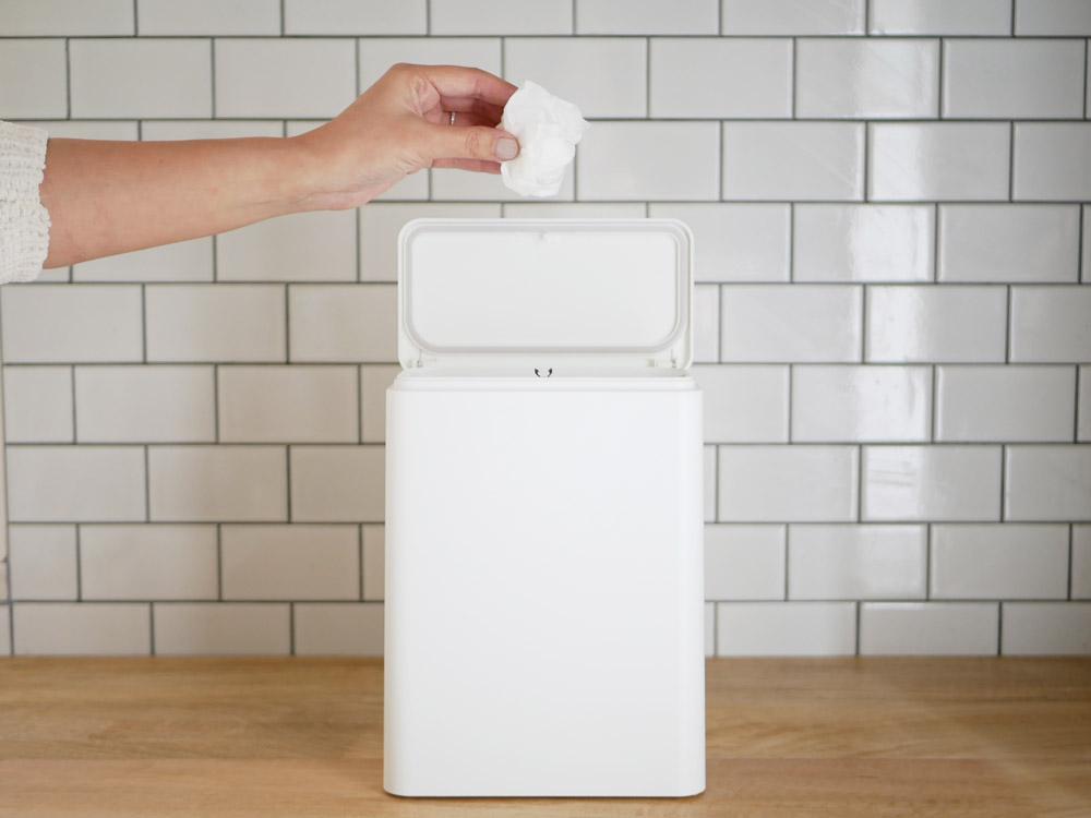 【TUBELOR】ミディアムフラップ 密封容器型衛生ゴミ箱 ホワイト