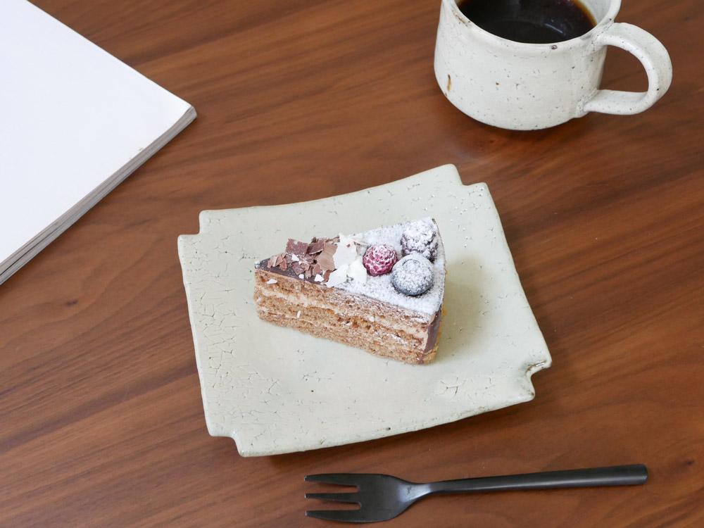 【南窯】荒粉引 隅切菓子皿