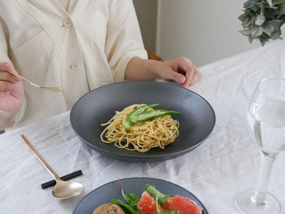 【予約販売10月上旬入荷予定】【THE HARVEST】KURO 信楽焼 ディーププレート 25cm