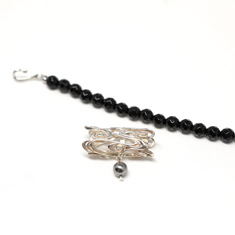 女性用羽織紐/和装小物/無双羽織り紐タイプ/ブラック・シルバー/プレゼントに/羽織紐:オニキス、合金、帯留:スターリングシルバー、パール/通販