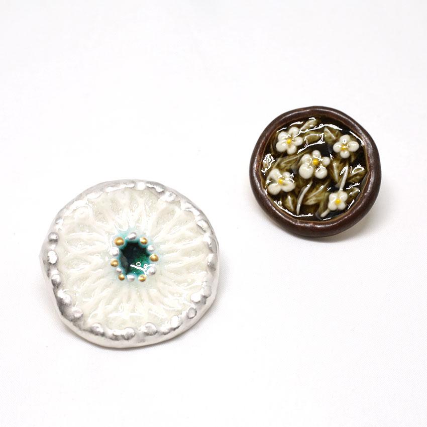 帯留め/和装小物/美濃焼/やきもの/しろい小花/手作り/カジュアル/小紋や紬、浴衣に合わせて/サイズ:約3.3cm×3.5cm/日本製/通販