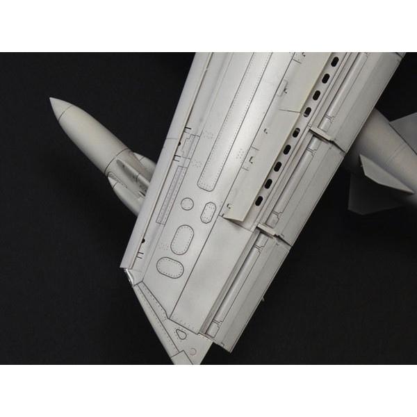 【再入荷】25425 1/32 トーネード GR.4 (パイロット人形付き)