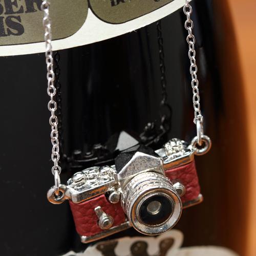 ミニチュアカメラネックレス 一眼レフタイプ ワインレッド