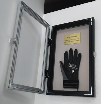 イチロー・実使用・ダブル直筆サイン)2016シーズン公式試合実使用 守備用手袋