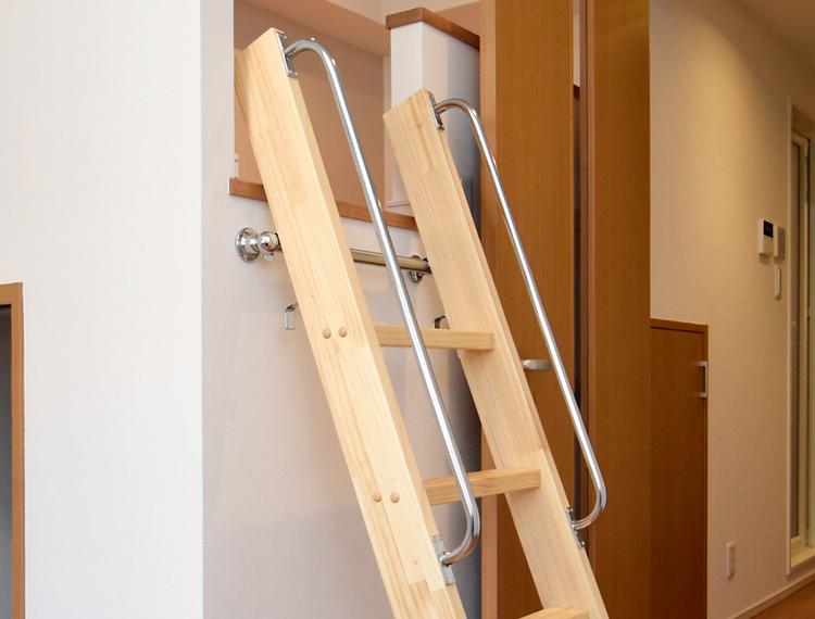 カラー対応【カスタムラダー】 木製ロフトはしご 正面手すり仕様