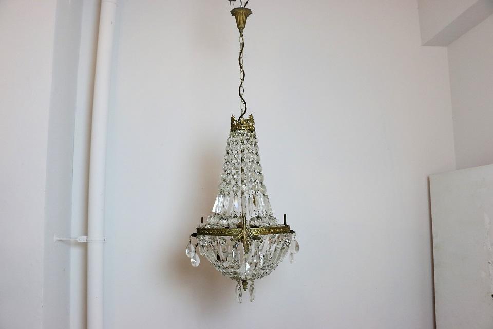 エンパイア様式 3灯式のクリスタルシャンデリア