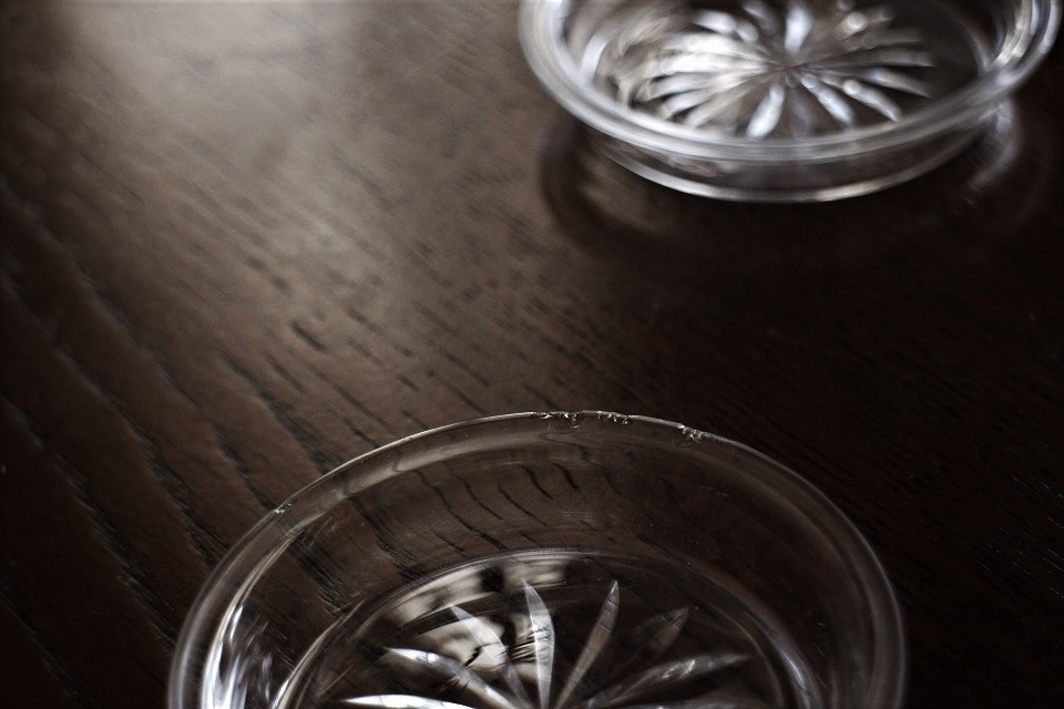 バカラとサンルイのガラスが入ったクリストフルのスモールプレートセット 4703