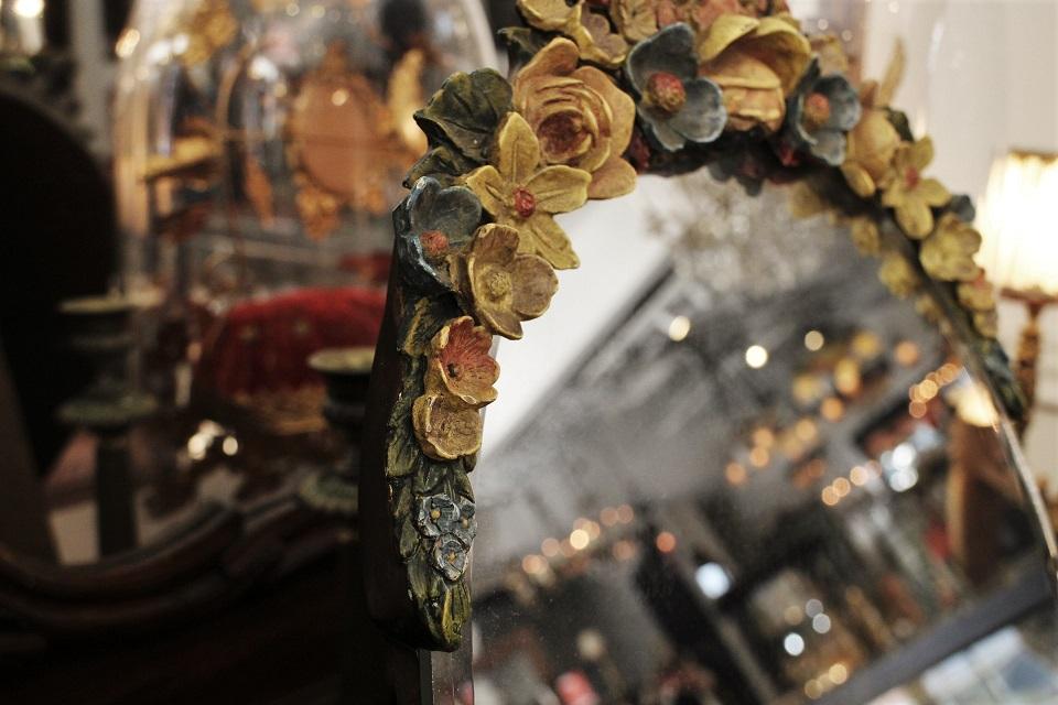 フランス 黄色い薔薇と青や赤い花がついたシックなバーボラミラー 4013