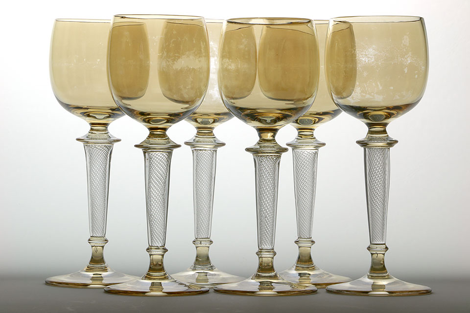 ドイツ製 琥珀色のカップにエアーツイストステムのグラス6点セット 293