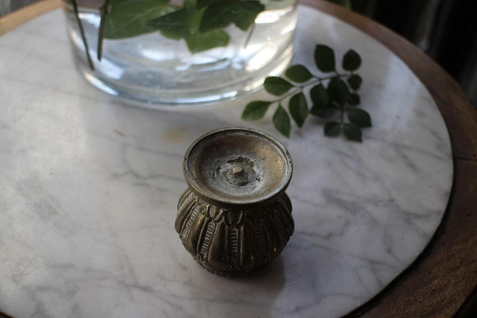 ロココな雰囲気の小さな真鍮ベース 084403