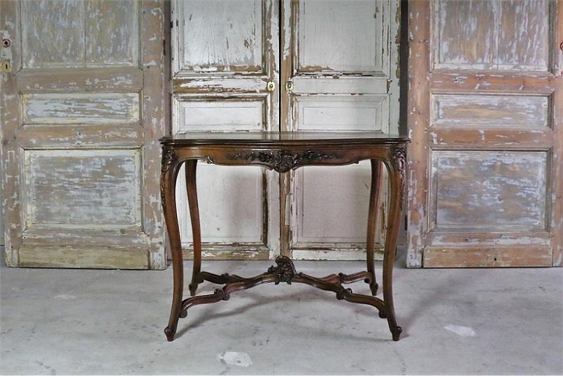 ルイ15世様式 彫刻が美しいフレンチテーブル 4106