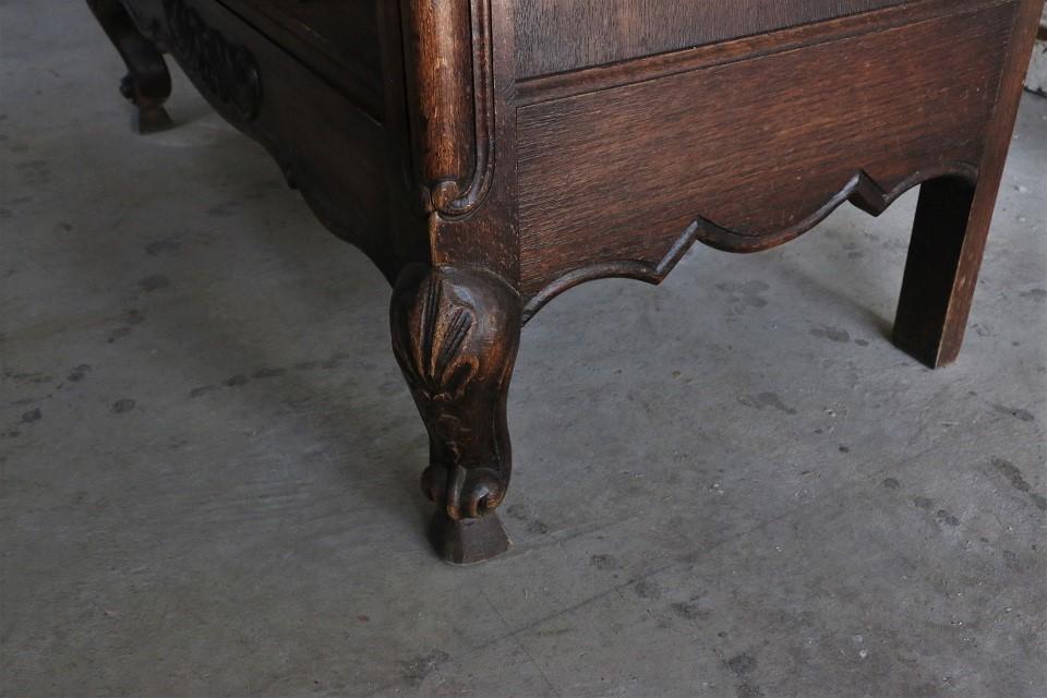 アカンサスの彫刻が美しいオークチェスト 4630