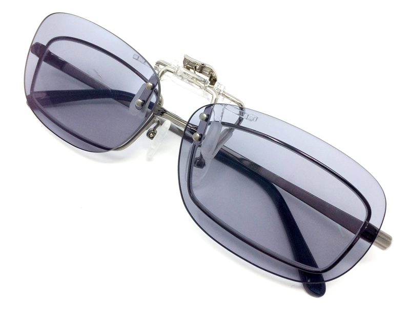 クリップオン グラス 昼夜兼用 ネオコントラスト シェード (屋外で色が濃くなる調光レンズ型) メガネの上から簡単取り付けの便利なレンズ