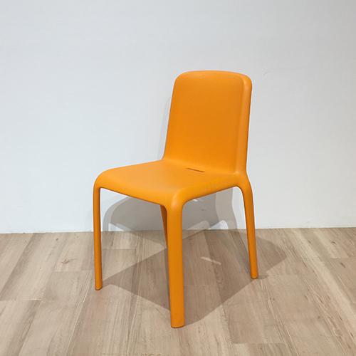 【18,700円より40%引】椅子 スノー オレンジ/南船橋店展示品