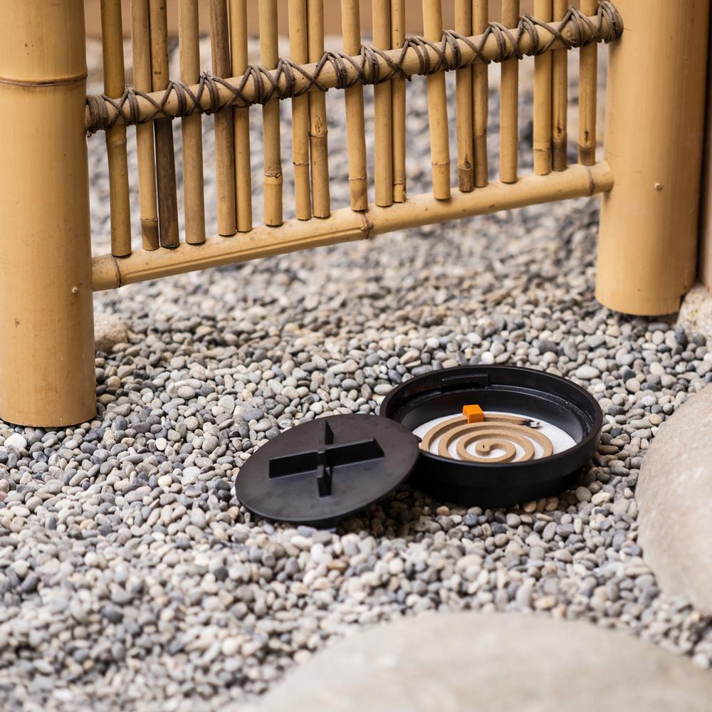 蚊遣り Manhole