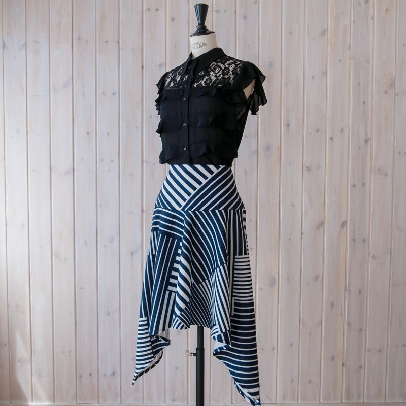 変形ヘムストライプスカート