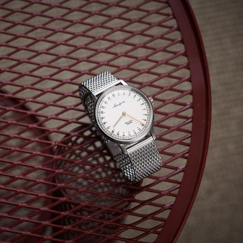 スウェーデン Åkerfalk オーカーフォーク 24時間表示 腕時計 シルバー AK-101 白文字盤 北欧デザインウォッチ 60年代ヴィンテージ レザーケース付 日本正規販売店