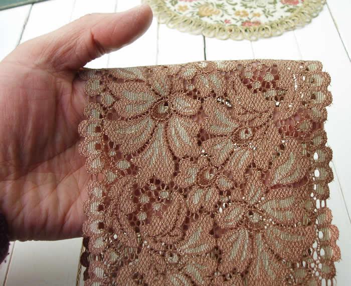 【お買得】 13cm幅きれいな花柄ブラウンのラッセルストレッチレース(1m)