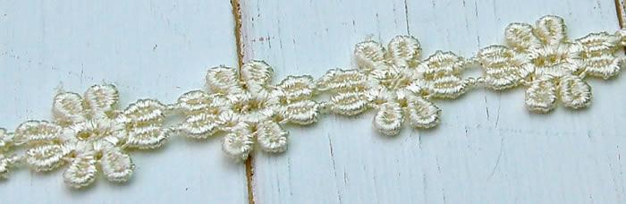 【お買得】 1.2cm幅生成りかわいい花柄ケミカルレース(1m)